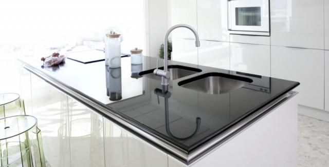 59a334800 Máte novou bílou kuchyni? Dejte si pozor na tyto chyby, aby vám  nezežloutla! • Bydlení / denikPlus.cz